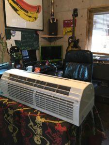 持ち帰って事務所でエアコン洗浄致します。