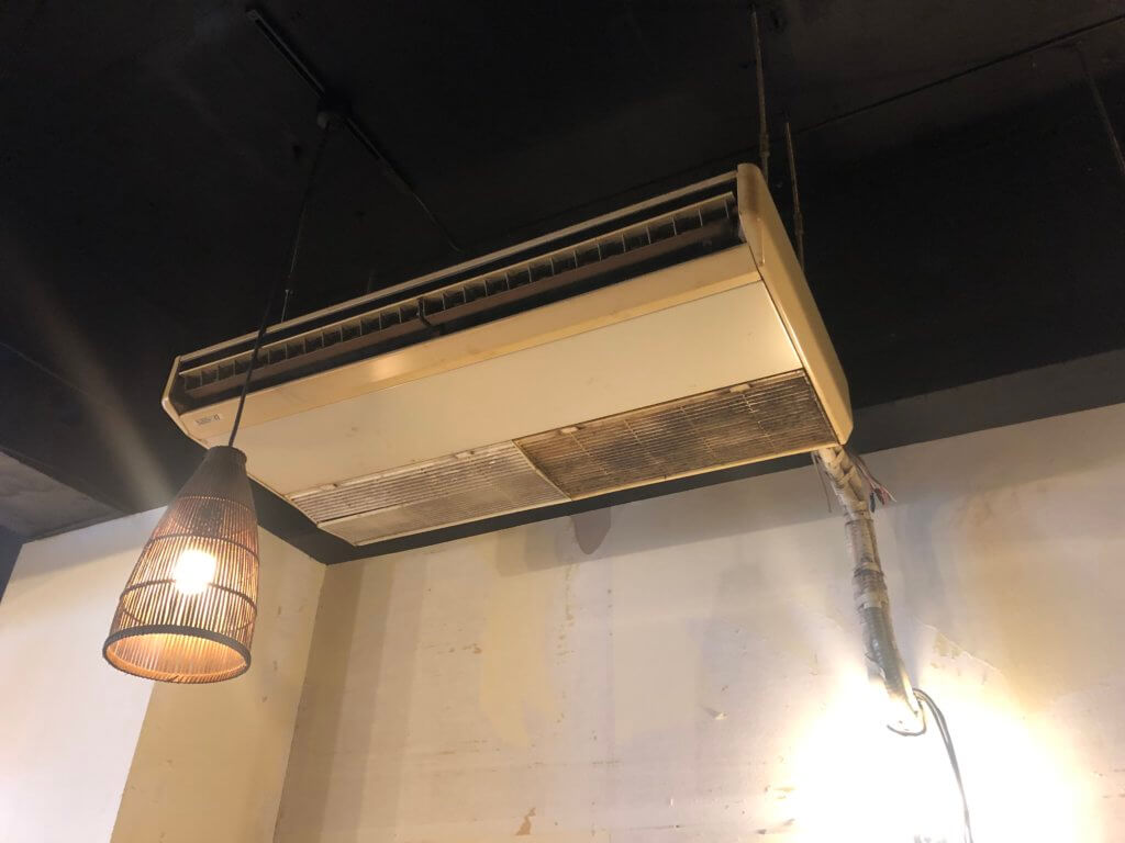 店舗の天吊りエアコンクリーニング